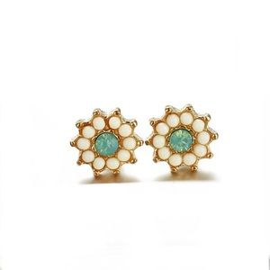Super gorgeous & cute Flower & jade stone studs